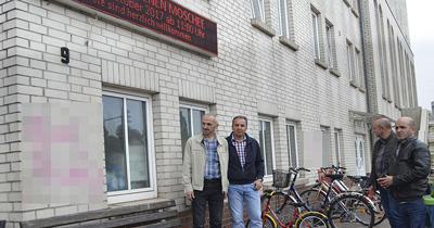 Almanya'da camiye cirkin saldiri