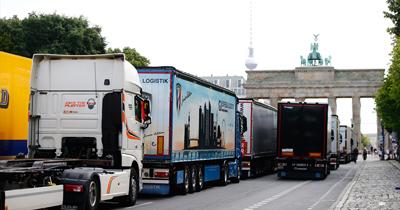 Berlin'de kamyoncuların düşük fiyat protestosu
