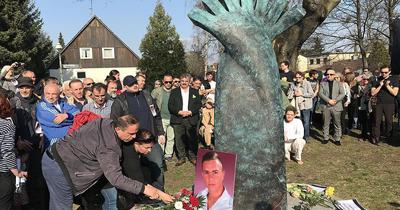 Almanya'da öldürülen Türk için anıt yapıldı