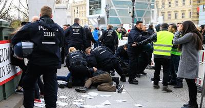 Berlin'de PKK'lılar Türklere saldırdı