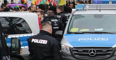 PYD/PKK yandaşları Almanya'da parti binasını bastı