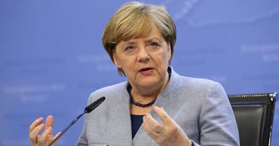 Merkel AB'nin Rusya'ya yönelik yaptırımlarını destekliyor