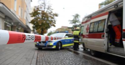 Almanya'da aracıyla camiden çıkanların arasına daldı