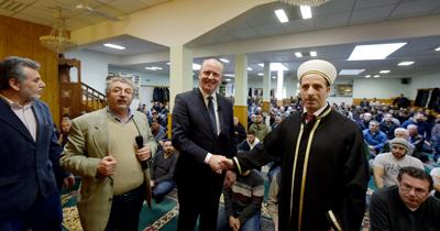 Belediye başkan yardımcısından camiye destek ziyareti