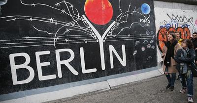 Berlin Duvarı yıkılalı 29 yıl oldu