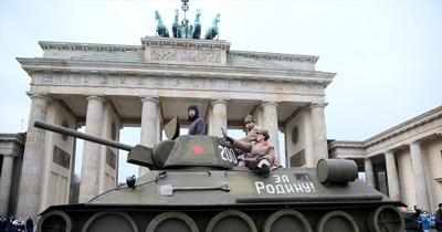 Berlin Duvarı'nin yikilisinin  27. yıili