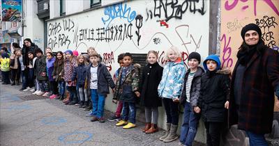 Berlin'de ırkçılığa karşı insan zinciri