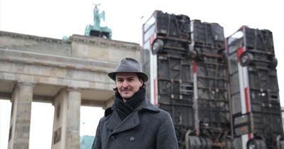 Brandenburg Kapısı'nda otobüs barikatları