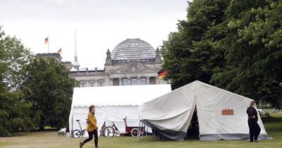Çevrecilerden Berlin'de protesto kampı