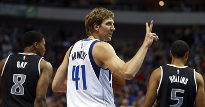 Nowitzki 21 sezondur NBA'de oynuyor