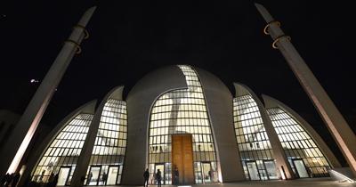 Köln'de ilk defa höparlörden akşam ezanı okundu