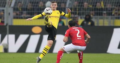 Borussia Dortmund yarışı bırakmıyor