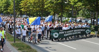 Dortmund'da Srebrenitsa için barış yürüyüşü