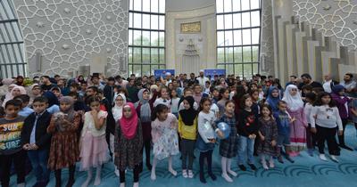 Köln'de Müslüman öğrenciler okula dualarla başladı