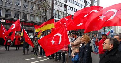 Düsseldorf'ta Türk çocukları için yürüdüler