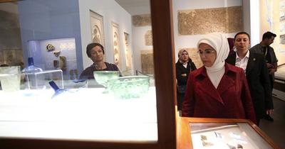 Emine Erdoğan Bergama Müzesi'ni ziyaret etti