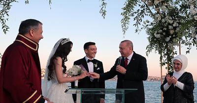 Erdoğan Mesut Özil'in nikah şahidi oldu