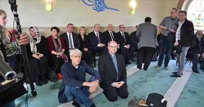 Eyalet İçişleri Bakanı'ndan camiye destek ziyareti