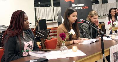 Genç yazarlar okurlarıyla buluştular