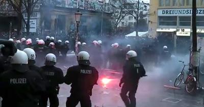Almanya'da sişe fıralatan göstericiye 3,5 yıl hapis cezası