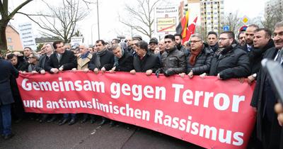 Hanau'da ırkçılık ve teröre karşı 10 bin kişi yürüdü