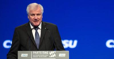 CSU lideri Seehofer eyalet başbakanlığını bırakıyor