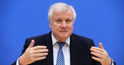 Bakan Seehofer'den mülteci krizi uyarısı