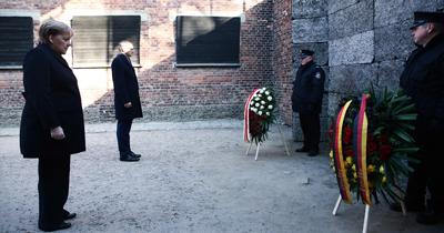 Merkel Auschwitz Nazi toplama kampını ziyaret etti