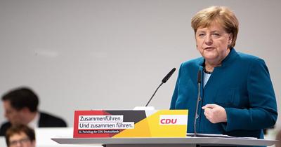 Merkel delegelere son defa konuştu