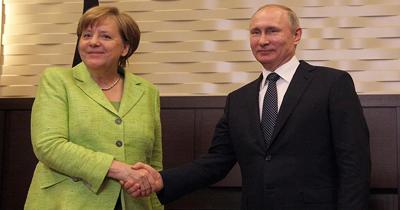 Merkel Putin ile telefonda görüştü