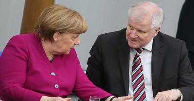 Merkel ile Seehofer'in sığınmacı anlaşmazlığı büyüyor