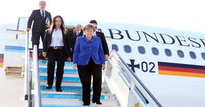 Merkel'in uçağı arızalanınca acil iniş yaptı