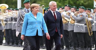 Başbakan Merkel yine titreme nöbeti geçirdi
