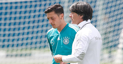 Löw Mesut Özil'in dönmesini beklemiyor