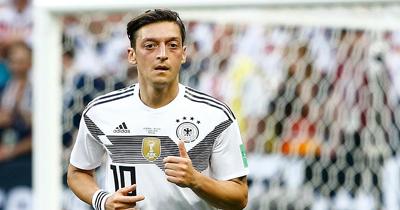 Mesut Özil'e ırkçılık karşıtlarından destek