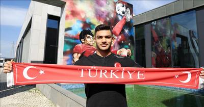 Milli futbolcu Ozan Kabak ameliyat edildi