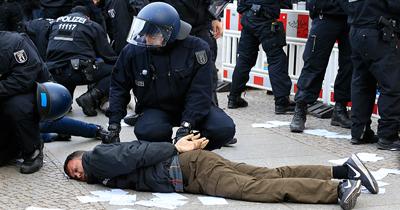 Almanya'da yılda en az 12 bin polis şiddeti yaşanıyor