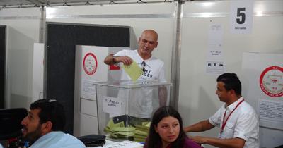 Almanya'da oy kullanmada 3. Gün