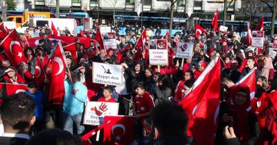 Almanyalı Türklerden terör karşıtı gösteri