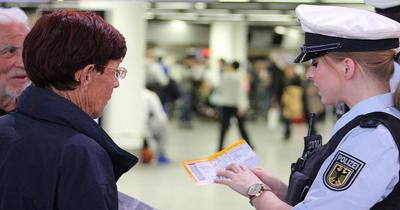 Alman havaalanlarinda Yunan polisler bulunacak